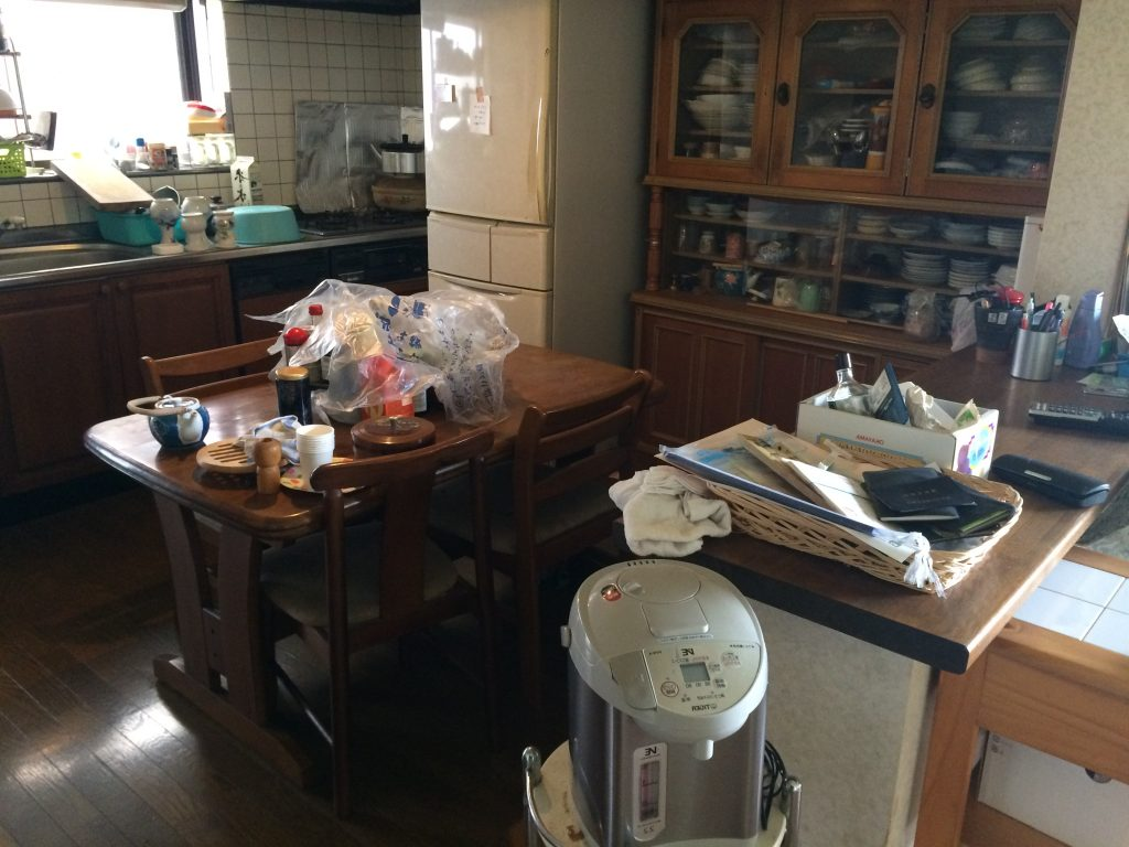 実家の片付け、実家片付け、空家の片付け、粗大ゴミ回収、不用品回収、タンス回収、ピアノ回収、事務机回収、単身引越し、遺品整理