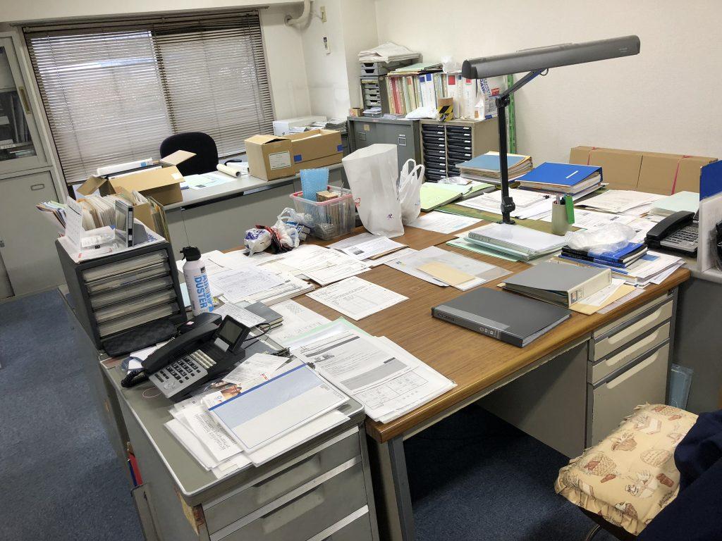 福岡市事務所移転、什器回収、エアコン取外し、エアコン回収、部屋の片付け、汚部屋片付け、ゴミ屋敷、遺品整理、不用品回収、飯塚実家片付け